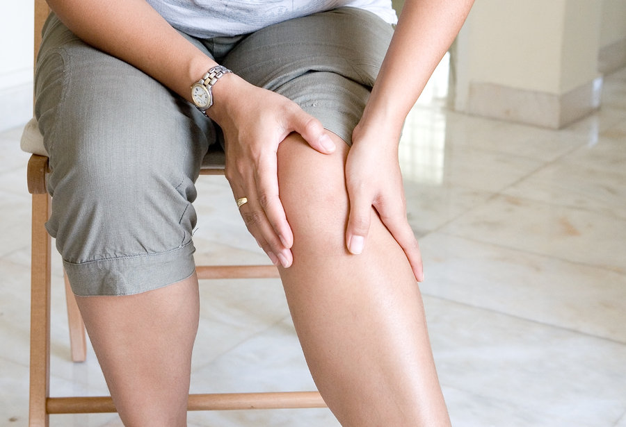 women suffering knee pain